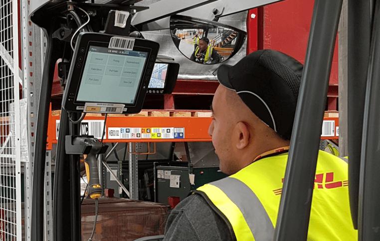 Useful software integrated inside a forklift truck